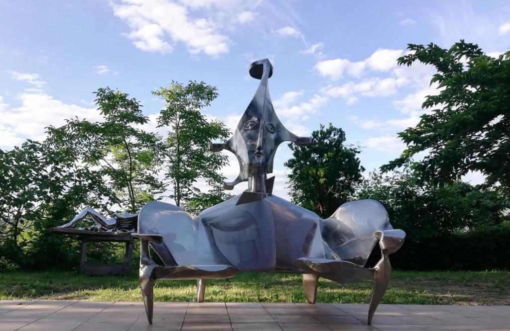 Atelier de sculpture lutfi romhein artistes galeries esparron de palli res - Office tourisme san remo italie ...