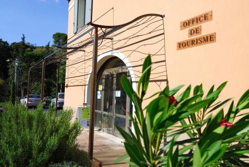 Office de tourisme de cotignac visitvar le site - Site officiel office de tourisme de cauterets ...
