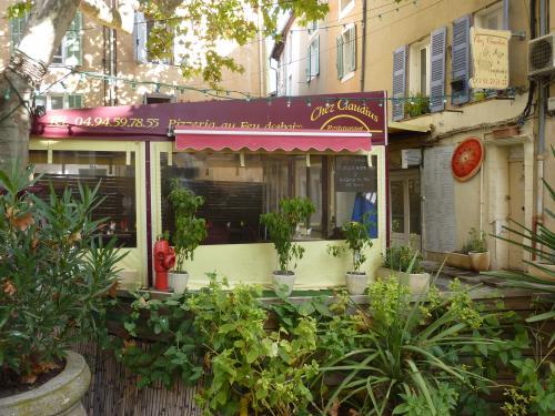 Saint maximin la sainte baume visitez ce village typique de la provence verte - Restaurant cote jardin saint maximin ...