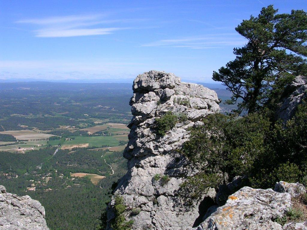 Montagne de la loube sites naturels la roquebrussanne - Office tourisme saint maximin la sainte baume ...