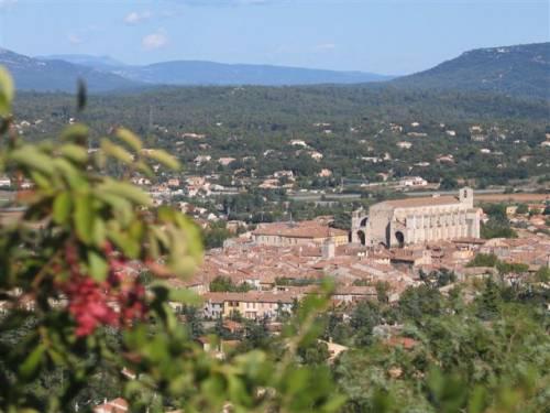 Saint maximin la sainte baume visitez ce village typique for Piscine saint maximin la sainte baume