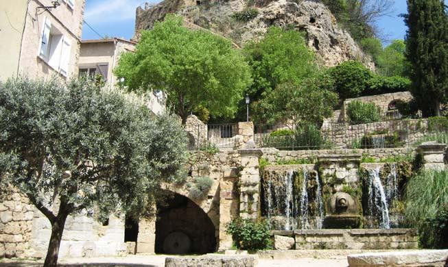 Barjols visitez ce village typique de la provence verte for Le village du meuble bordeaux