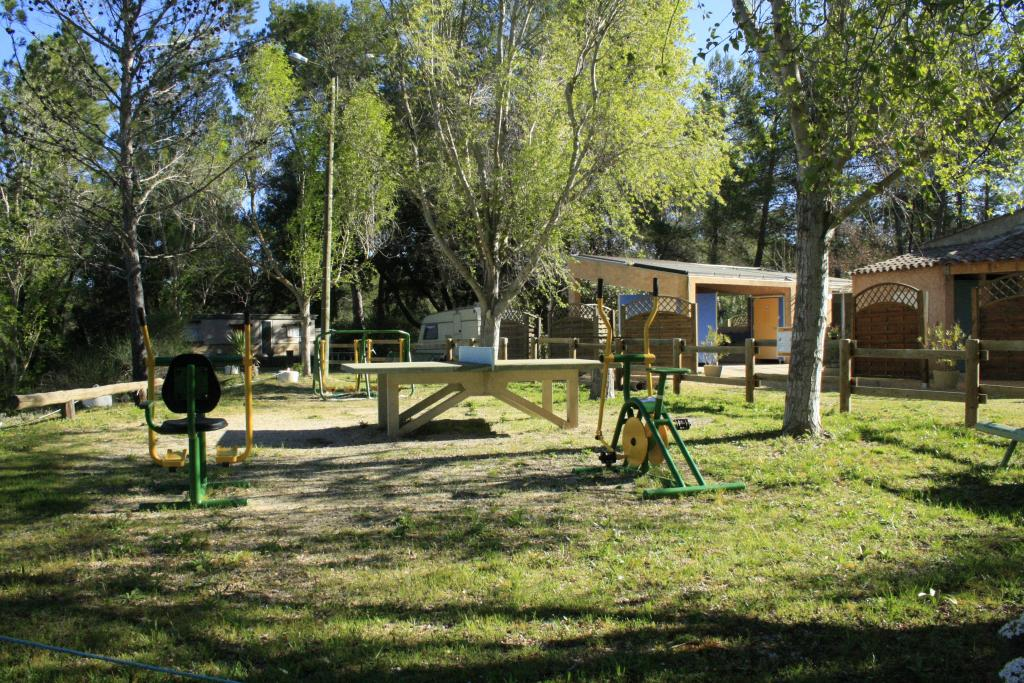 Camping municipal les pouverels campings cotignac for Camping camp municipal au jardin
