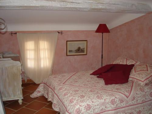 la licorne chambres d 39 h tes cotignac office de tourisme de cotignac. Black Bedroom Furniture Sets. Home Design Ideas
