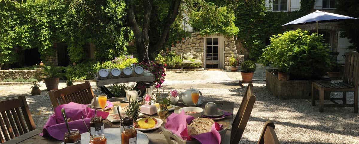 Touver un h tel une chambre d 39 h tes une location vacances ou un camping en provence verte dans - Chambre d hote le luc en provence ...