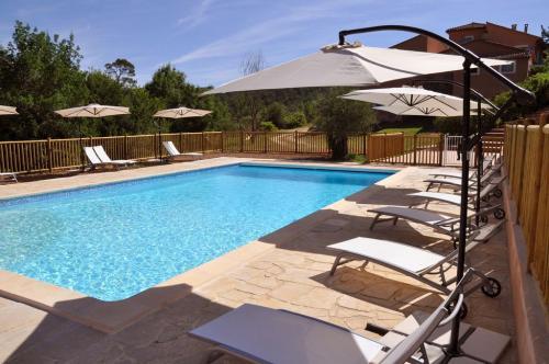 Ch teauvert visitez ce village typique de la provence verte for Isolation phonique local technique piscine