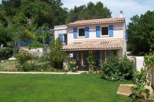 la roquebrussanne visitez ce village typique de la provence verte. Black Bedroom Furniture Sets. Home Design Ideas