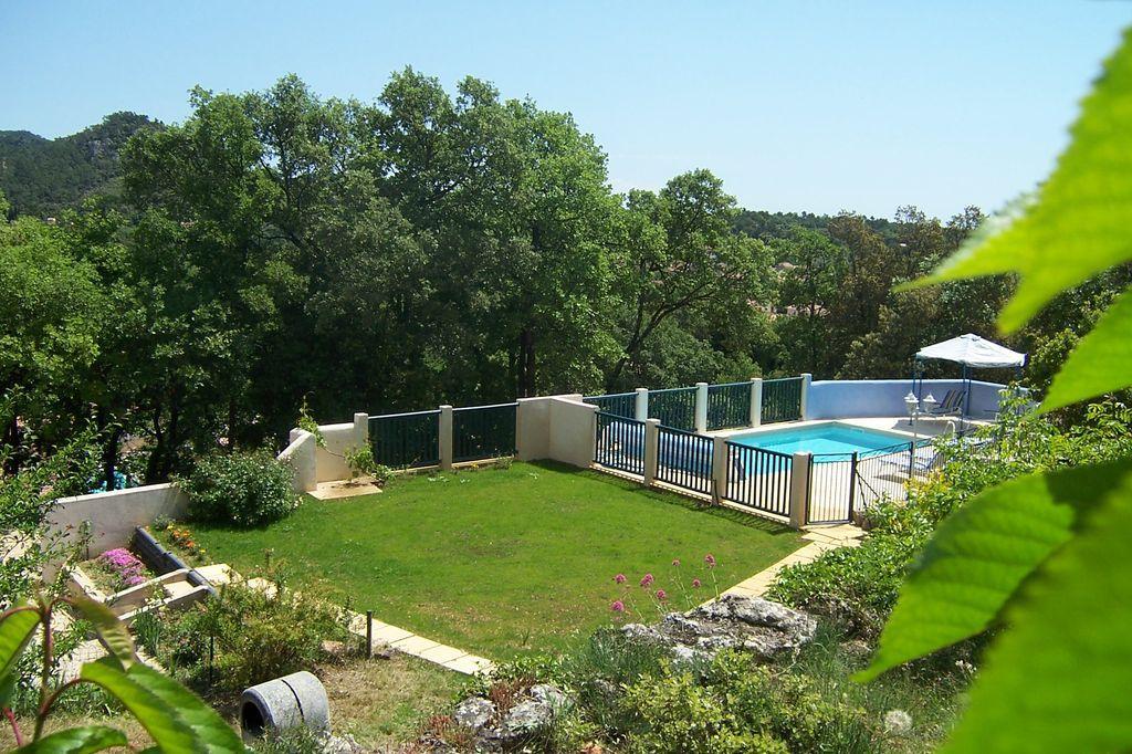 Location vacances la roquebrussanne en provence verte - Location vacances office du tourisme ...